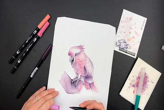 Painting cockatoo with watercoloring canvas set